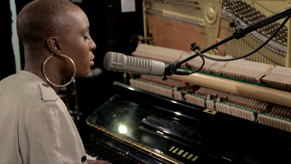 Laura Mvula in WFUV studio, by WFUV (Apr 2013) (585x329)